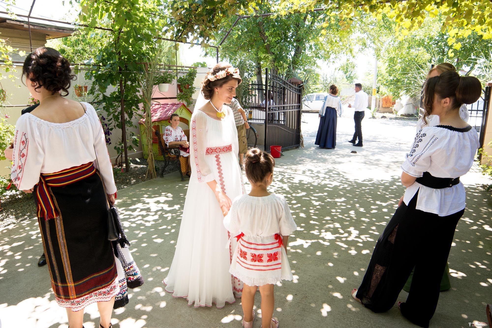 Povești Nunți Tradiționale - Oana și Silviu. Nuntă tradițional românească în București 42