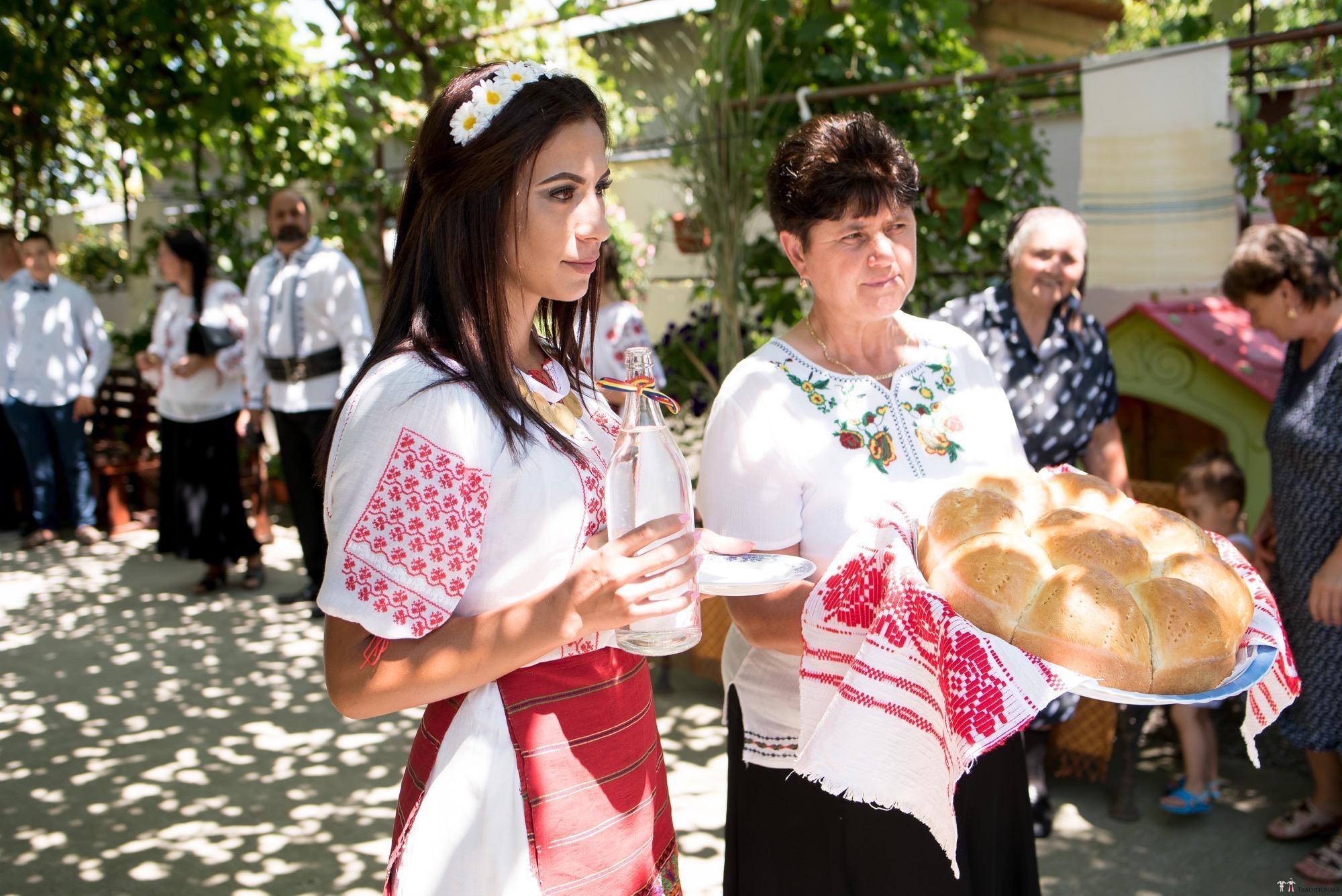 Povești Nunți Tradiționale - Oana și Silviu. Nuntă tradițional românească în București 48