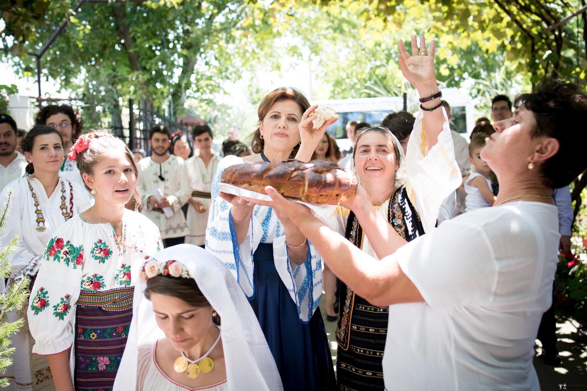 Povești Nunți Tradiționale - Oana și Silviu. Nuntă tradițional românească în București 56
