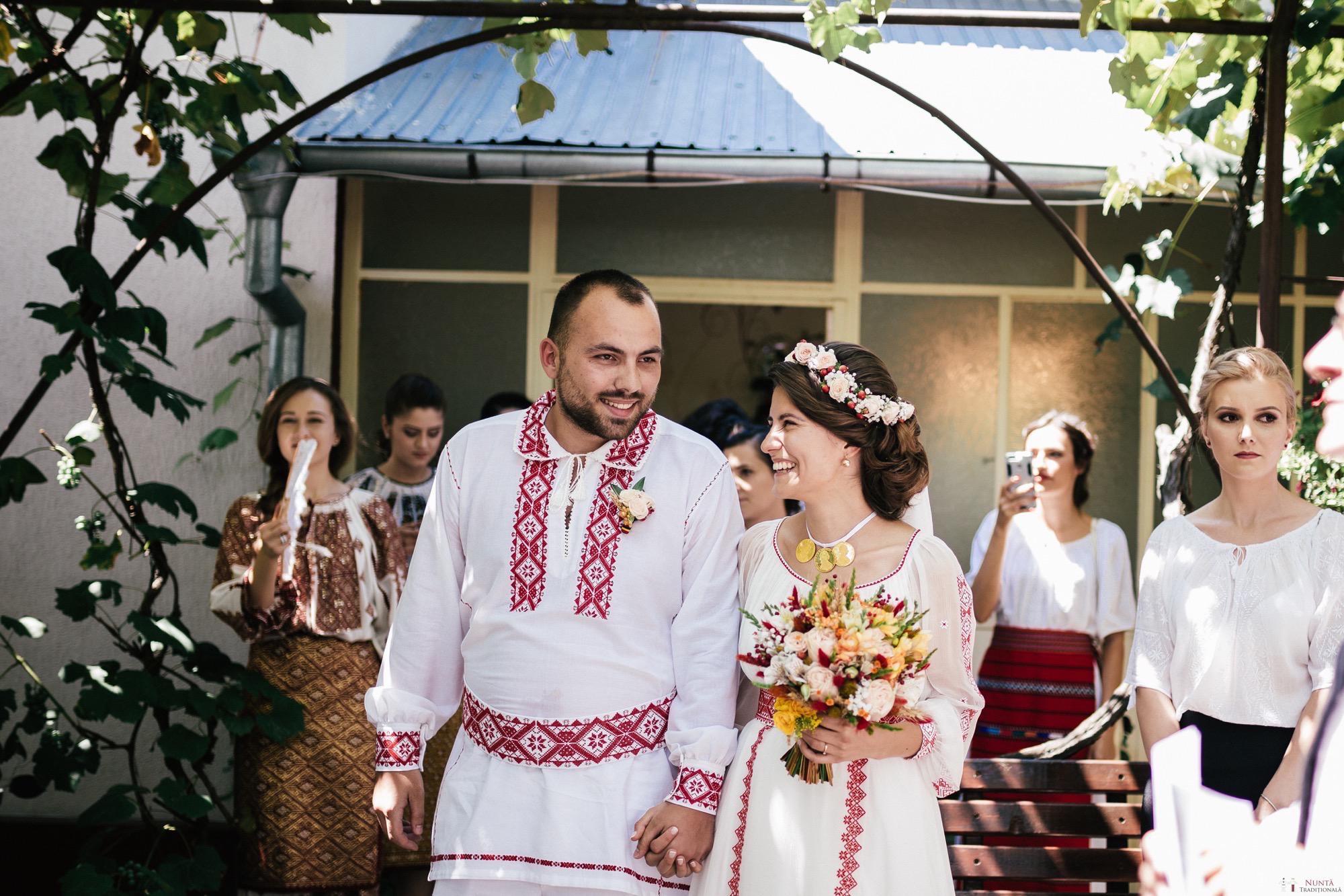 Povești Nunți Tradiționale - Oana și Silviu. Nuntă tradițional românească în București 72