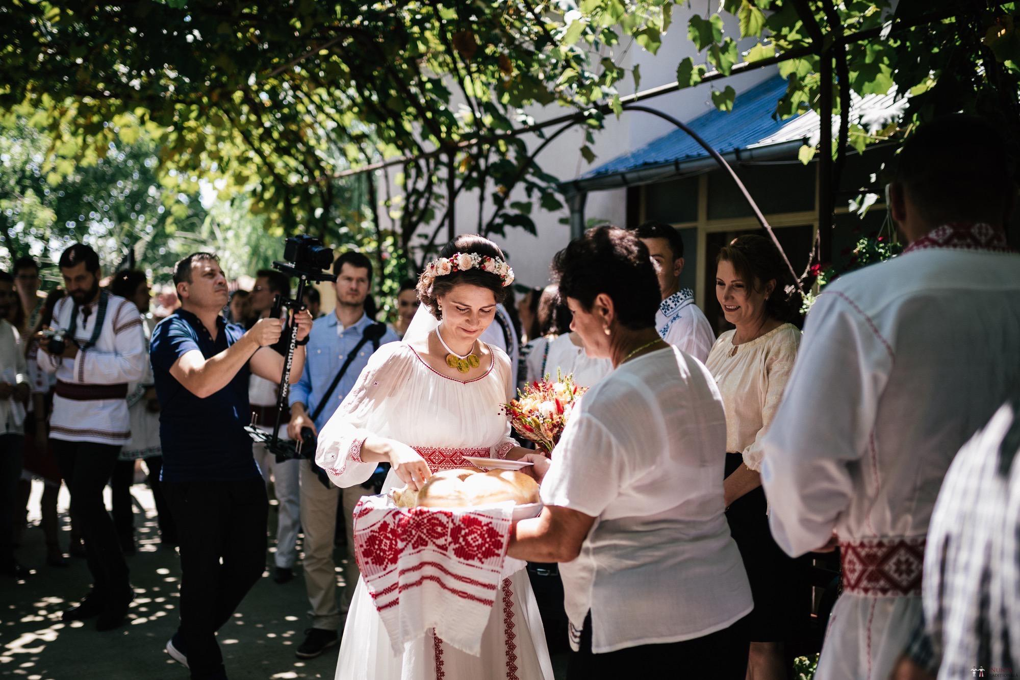 Povești Nunți Tradiționale - Oana și Silviu. Nuntă tradițional românească în București 73