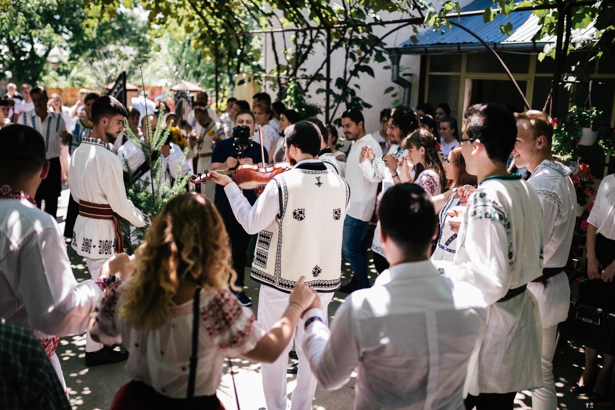 Povești Nunți Tradiționale - Oana și Silviu. Nuntă tradițional românească în București 75
