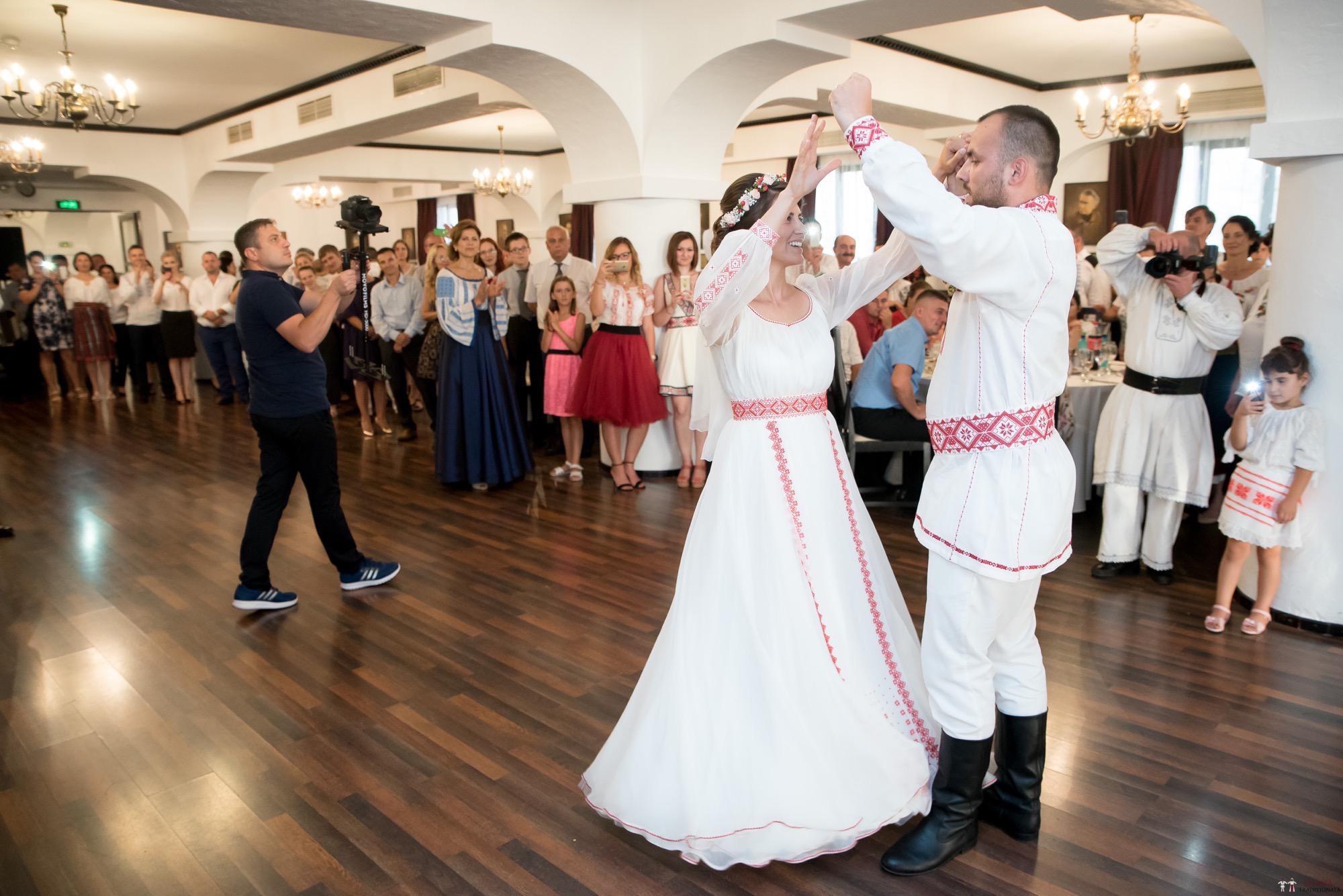 Povești Nunți Tradiționale - Oana și Silviu. Nuntă tradițional românească în București 92