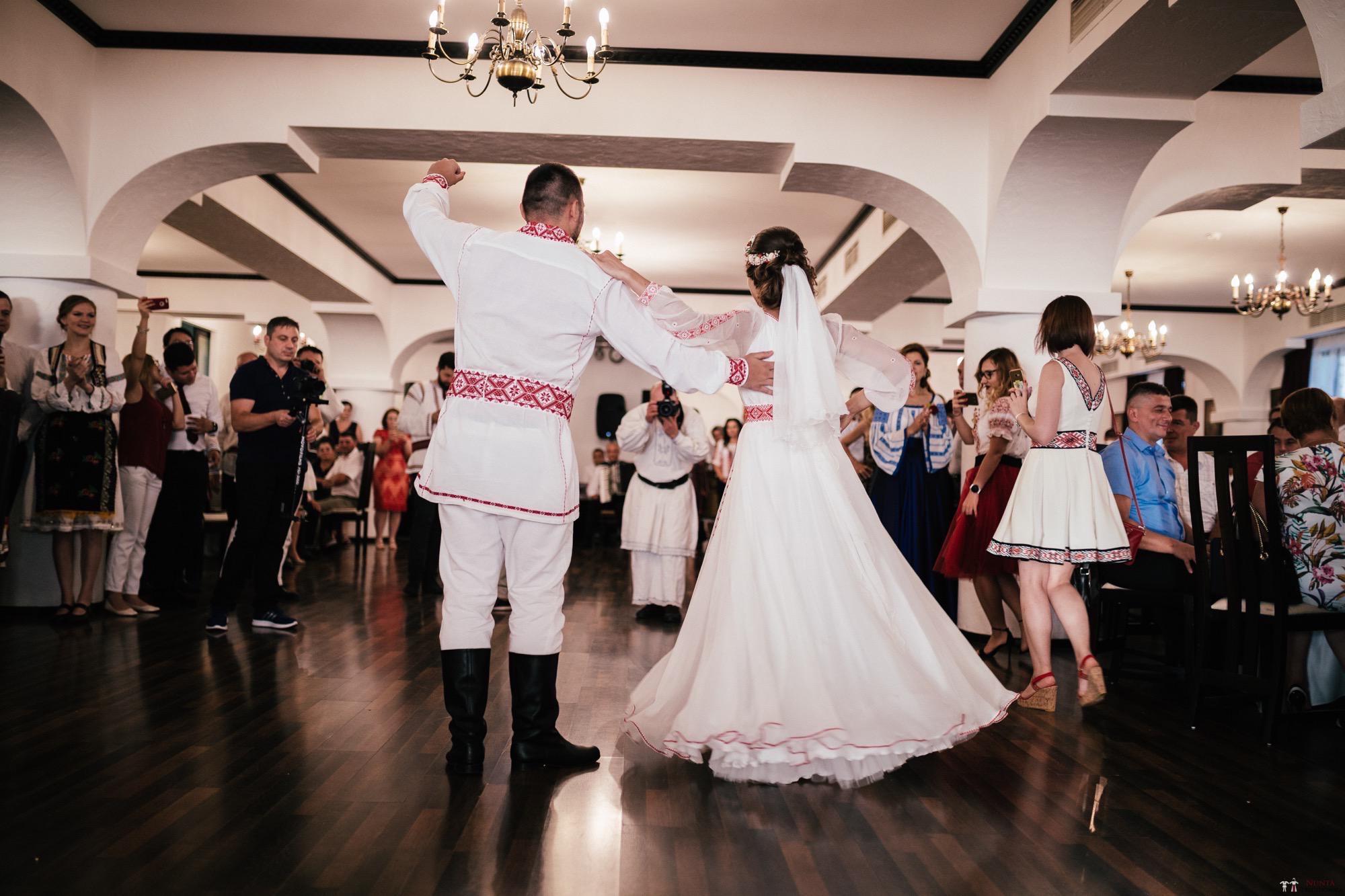 Povești Nunți Tradiționale - Oana și Silviu. Nuntă tradițional românească în București 106