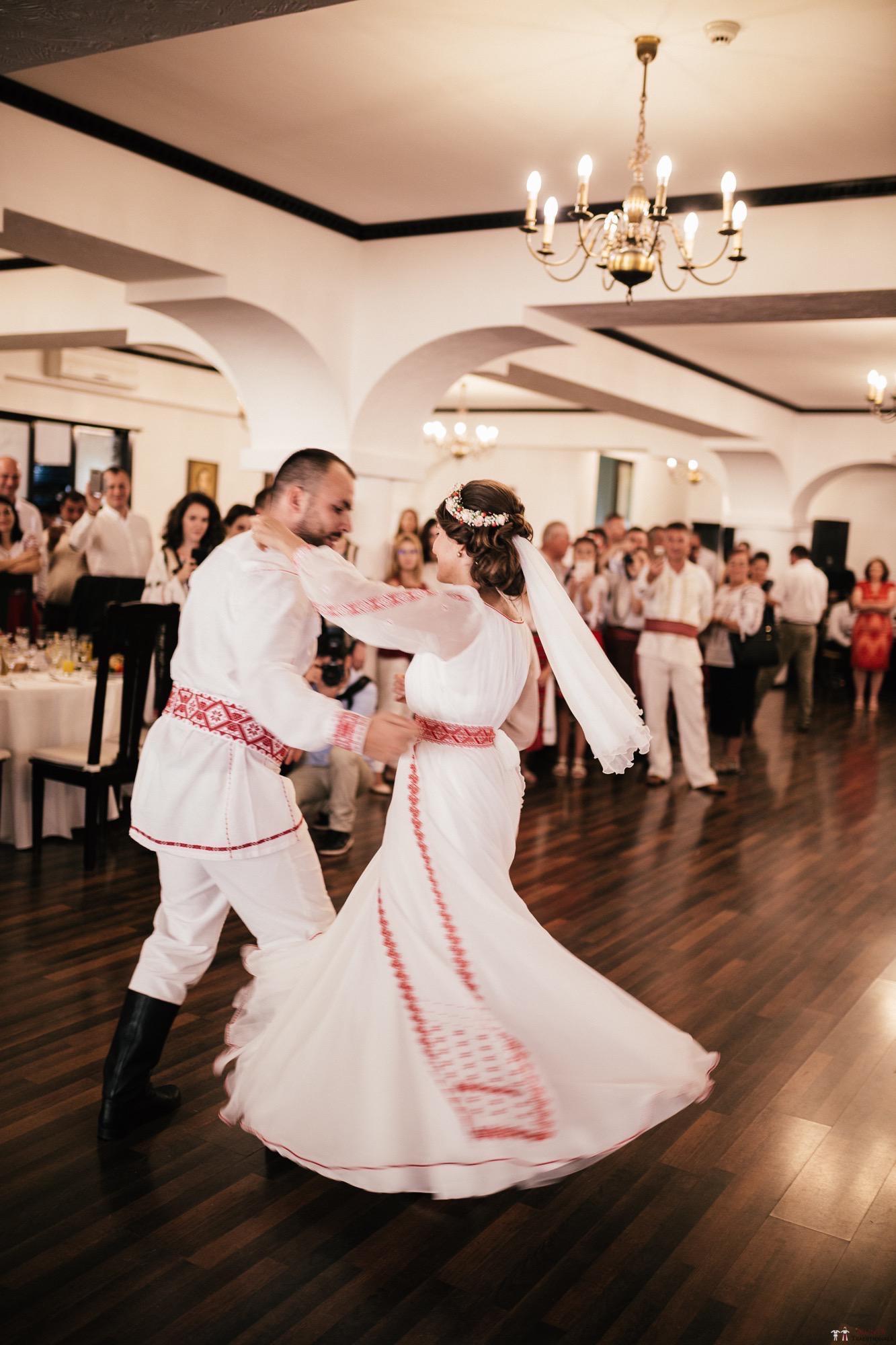 Povești Nunți Tradiționale - Oana și Silviu. Nuntă tradițional românească în București 108