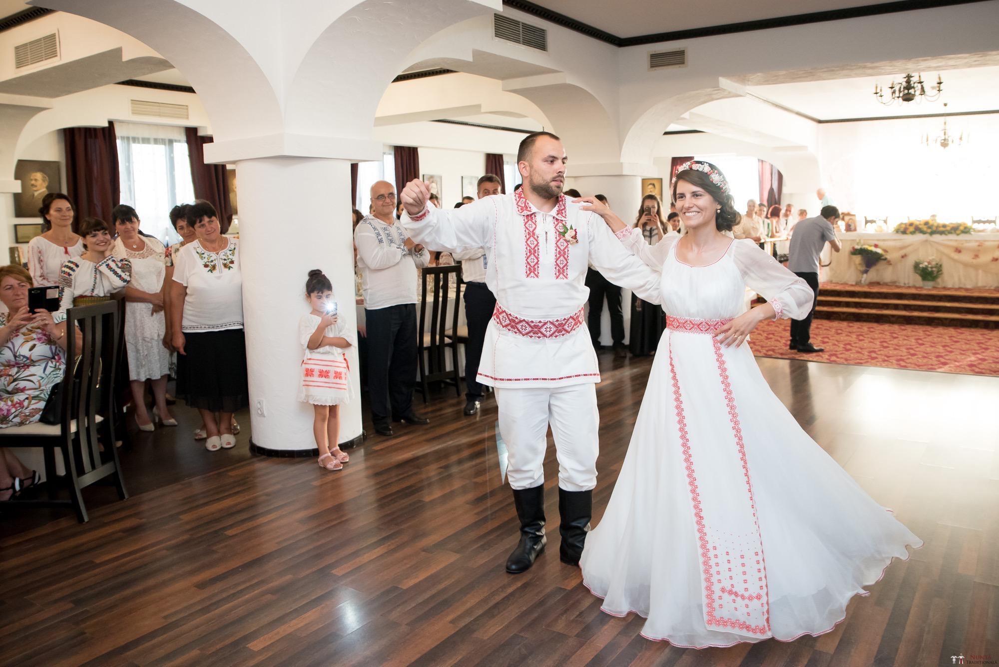 Povești Nunți Tradiționale - Oana și Silviu. Nuntă tradițional românească în București 93