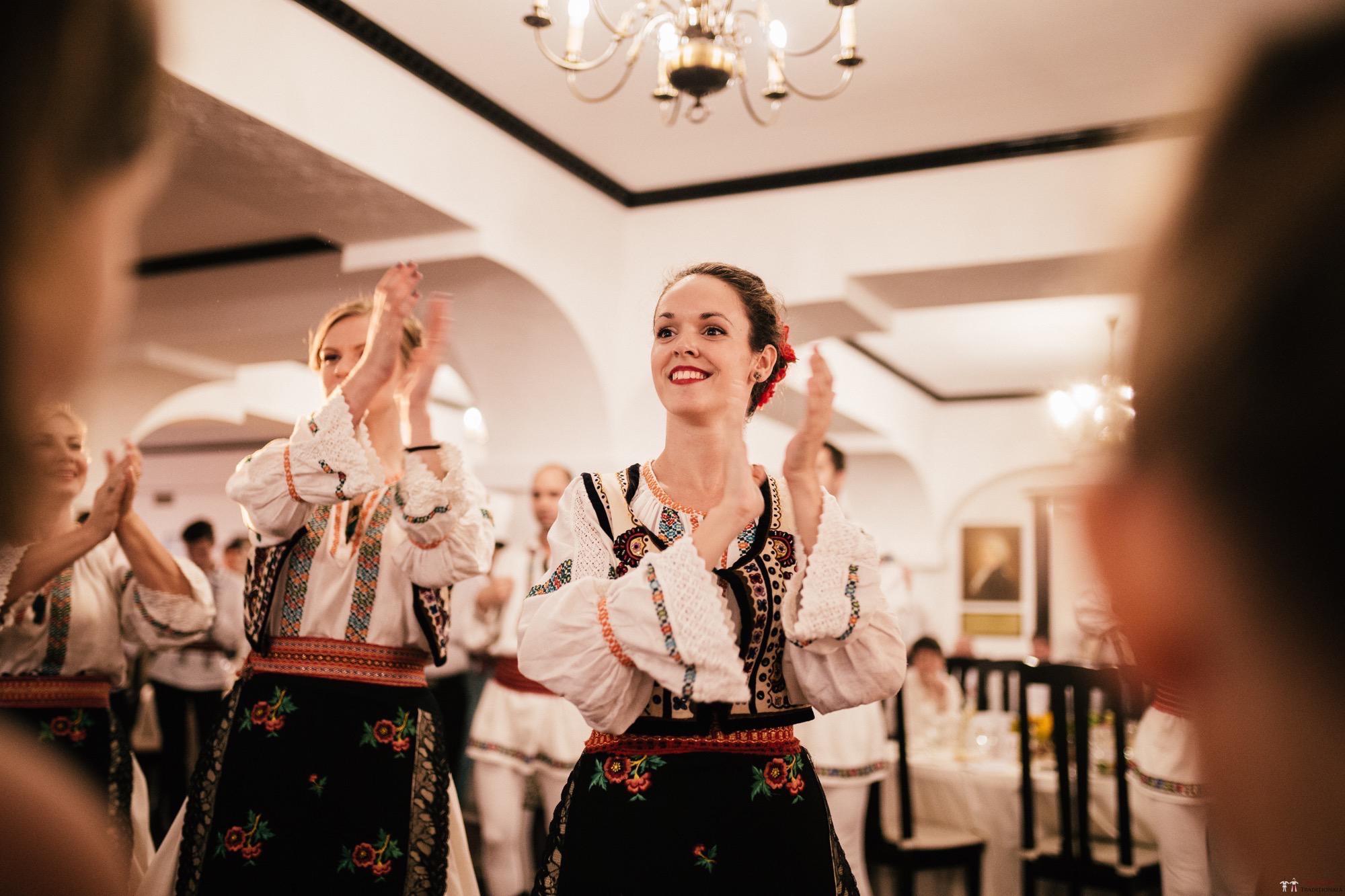 Povești Nunți Tradiționale - Oana și Silviu. Nuntă tradițional românească în București 111
