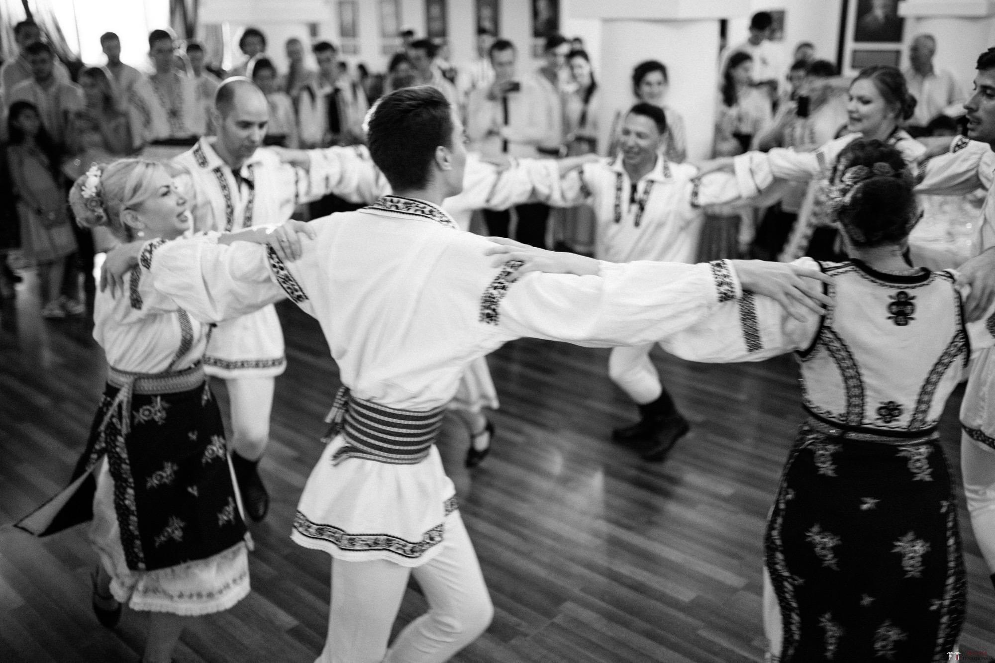 Povești Nunți Tradiționale - Oana și Silviu. Nuntă tradițional românească în București 112