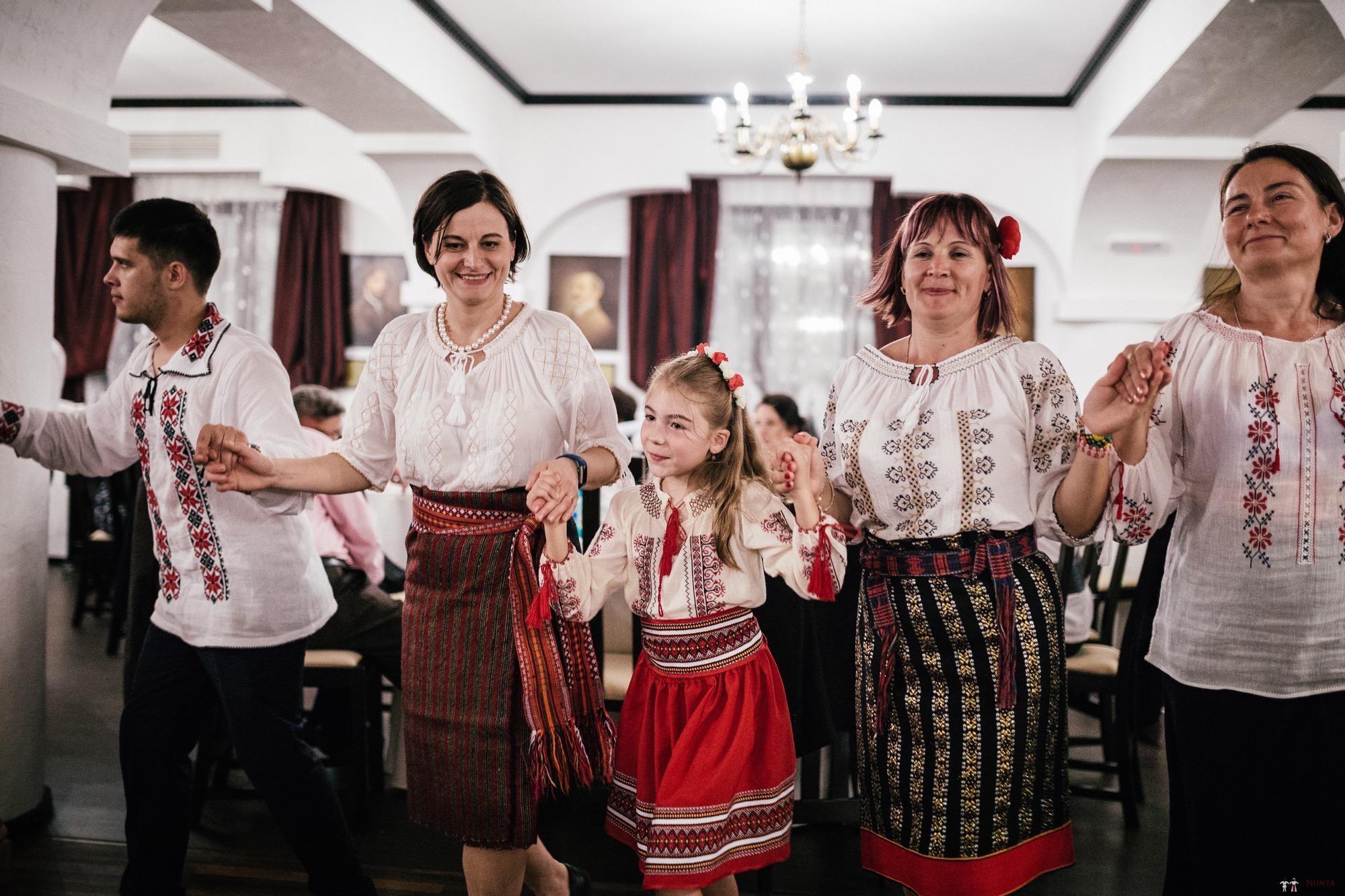 Povești Nunți Tradiționale - Oana și Silviu. Nuntă tradițional românească în București 119