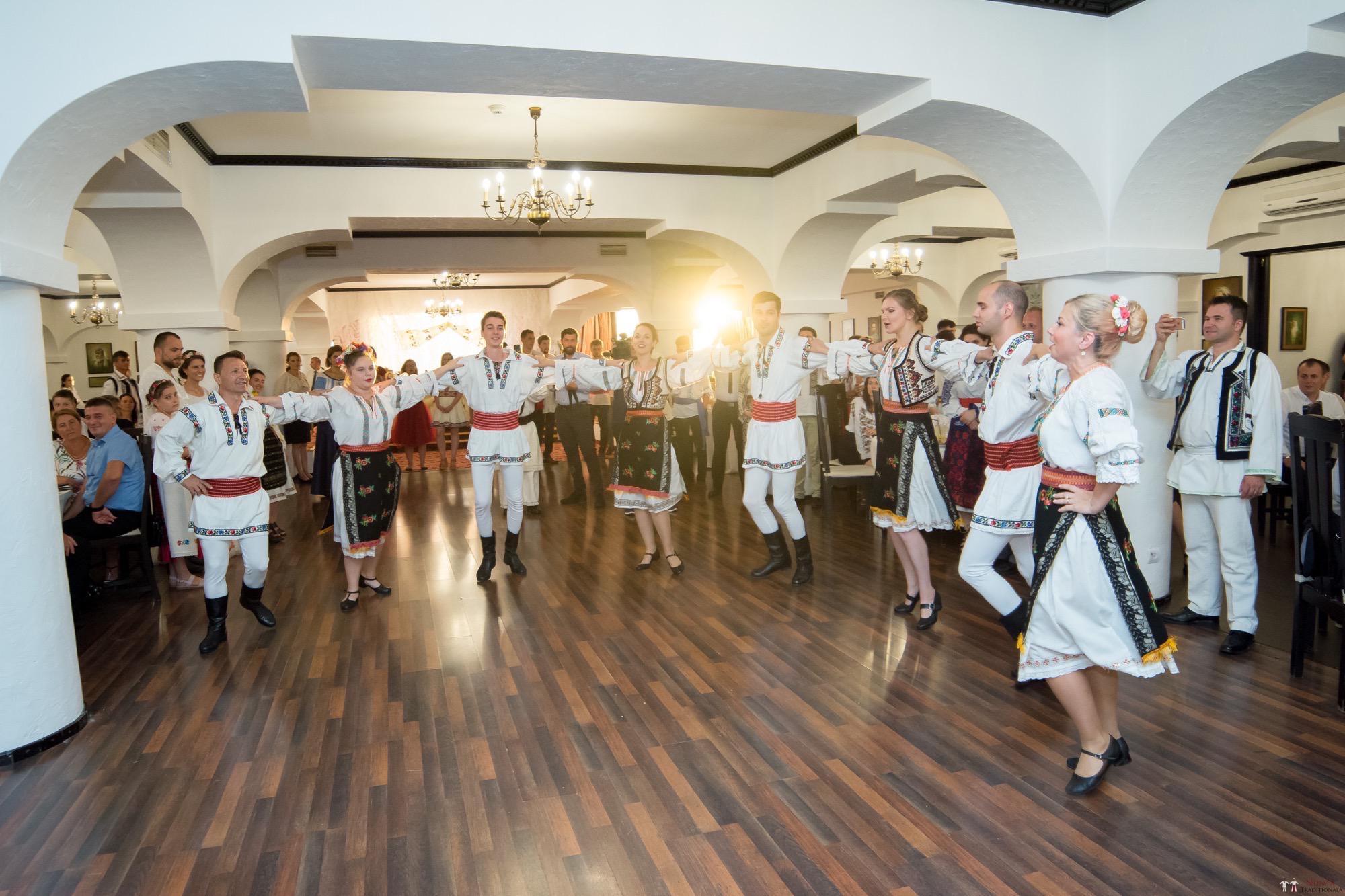 Povești Nunți Tradiționale - Oana și Silviu. Nuntă tradițional românească în București 96