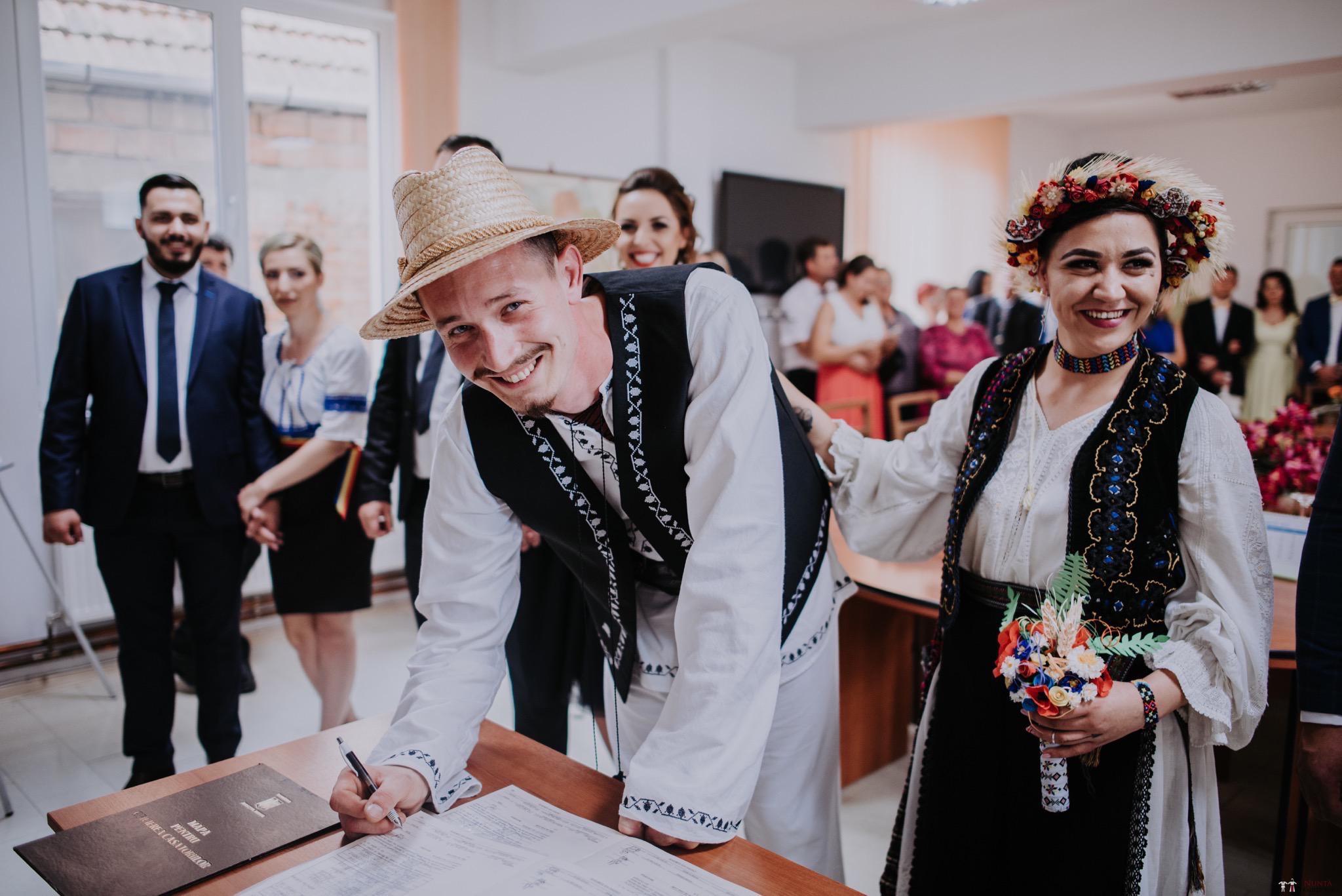 Povești Nunți Tradiționale - Silvia și Adrian. Nuntă tradițională în Ghighișeni, Bihor 32