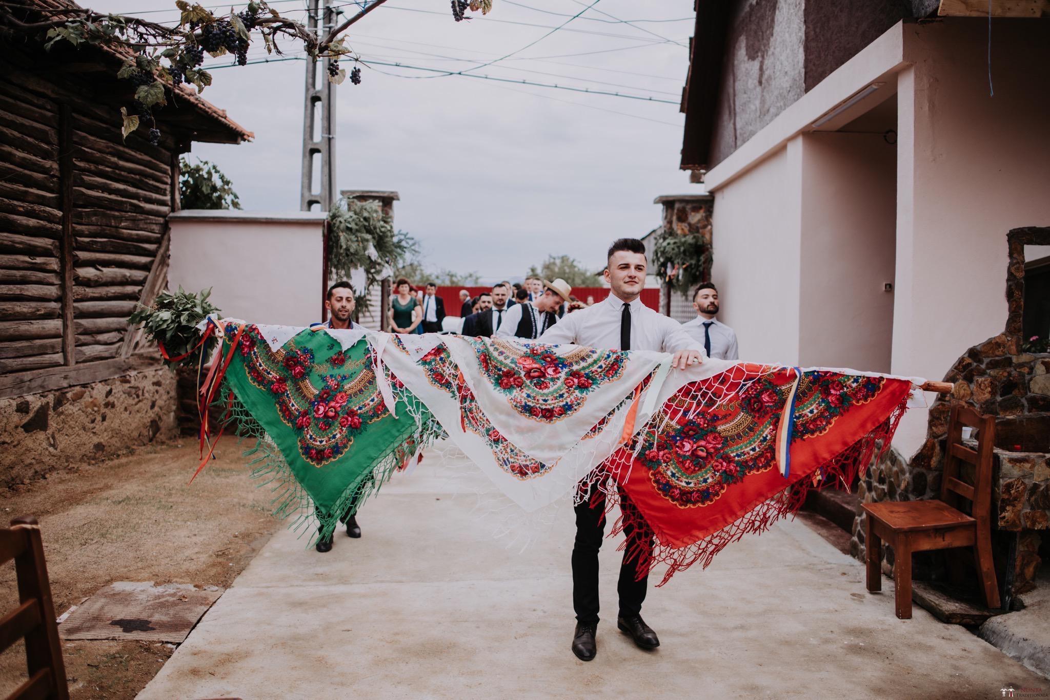 Povești Nunți Tradiționale - Silvia și Adrian. Nuntă tradițională în Ghighișeni, Bihor 34