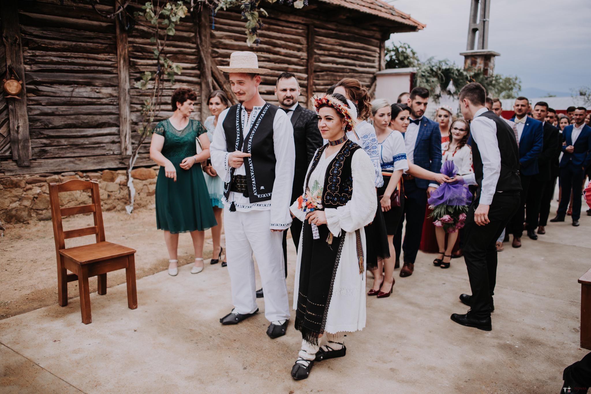 Povești Nunți Tradiționale - Silvia și Adrian. Nuntă tradițională în Ghighișeni, Bihor 35