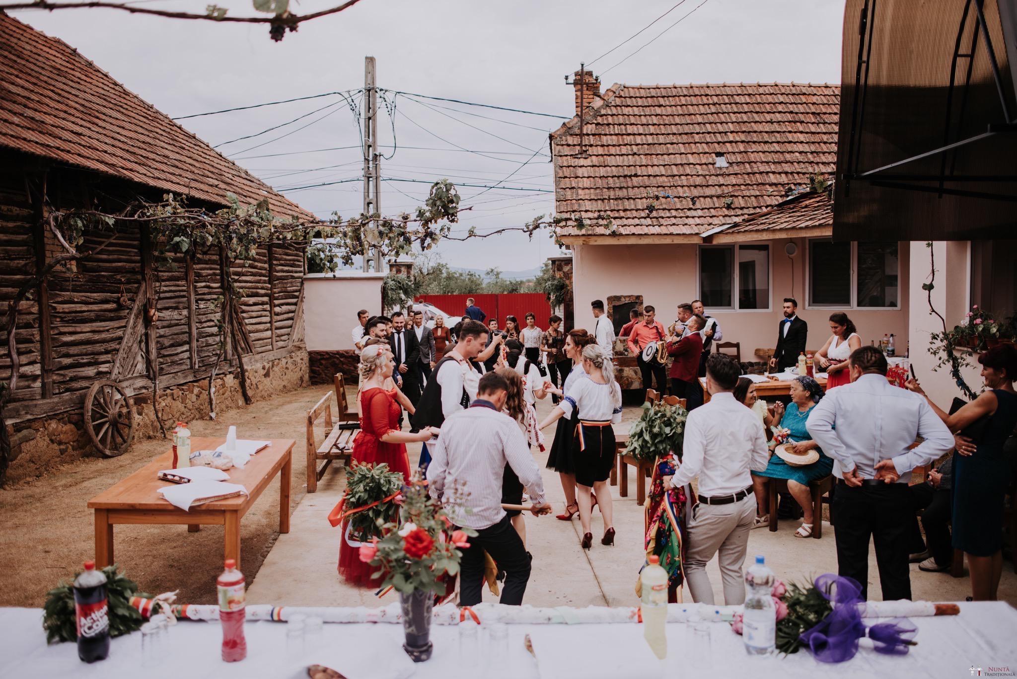 Povești Nunți Tradiționale - Silvia și Adrian. Nuntă tradițională în Ghighișeni, Bihor 36