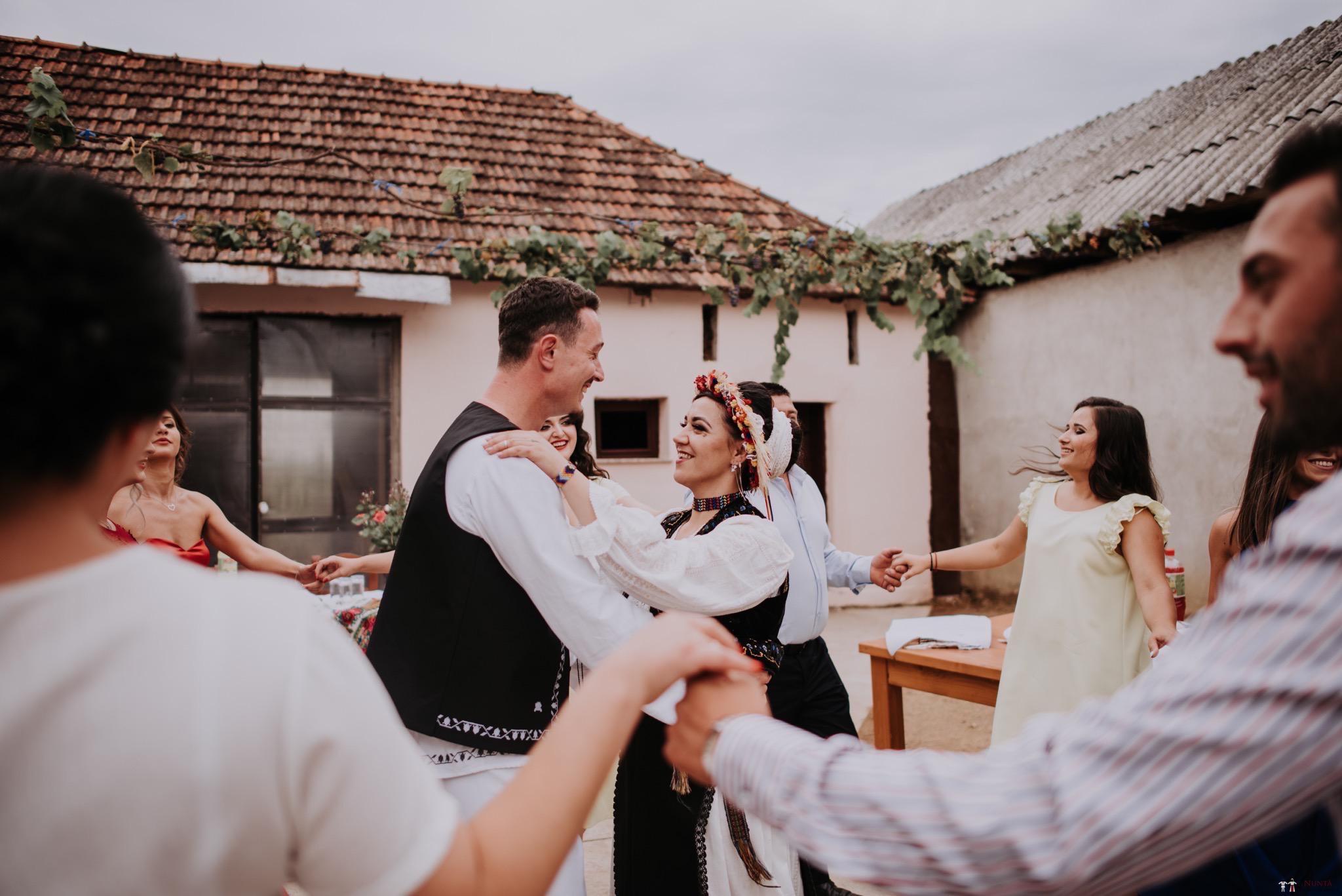 Povești Nunți Tradiționale - Silvia și Adrian. Nuntă tradițională în Ghighișeni, Bihor 37