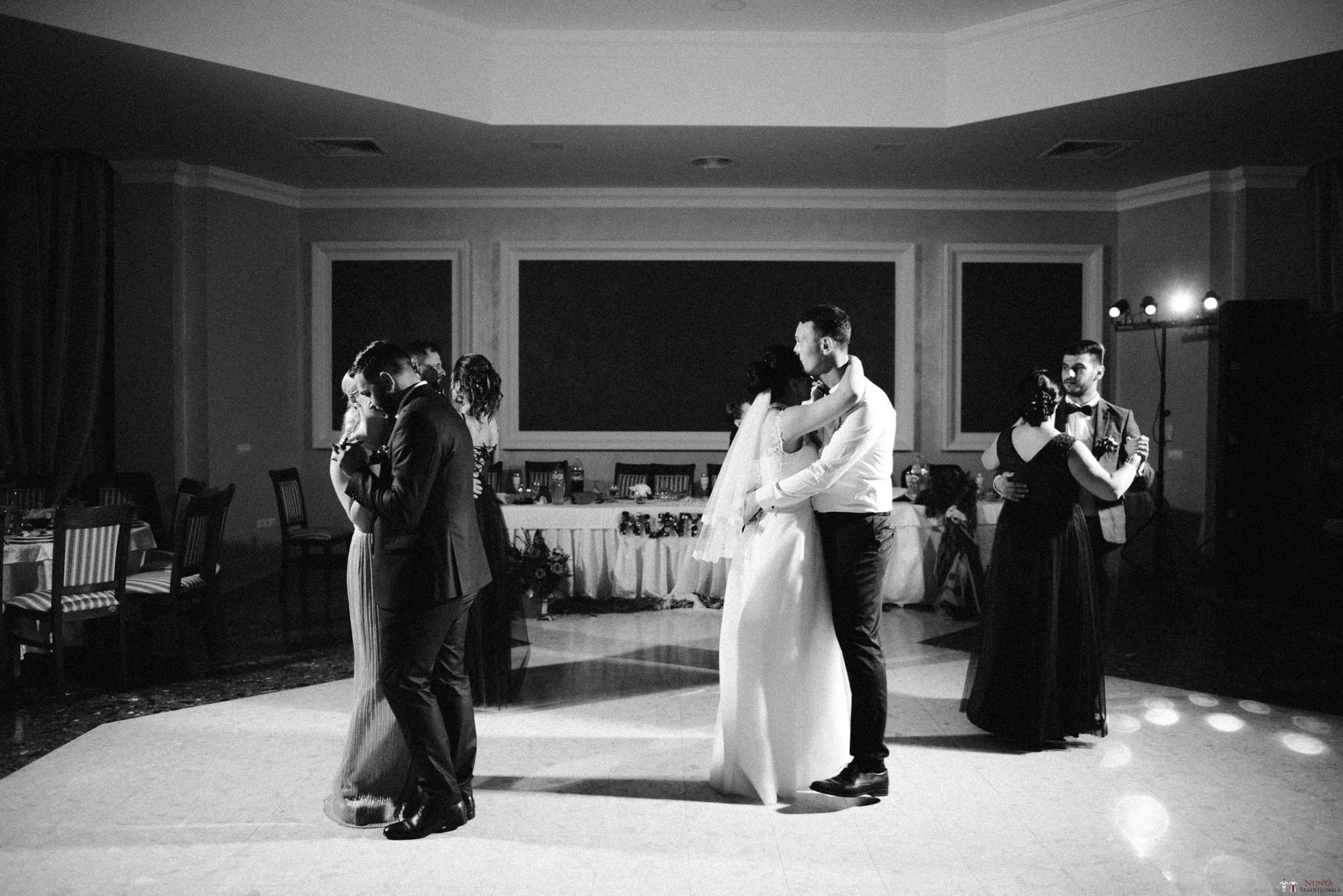 Povești Nunți Tradiționale - Silvia și Adrian. Nuntă tradițională în Ghighișeni, Bihor 69