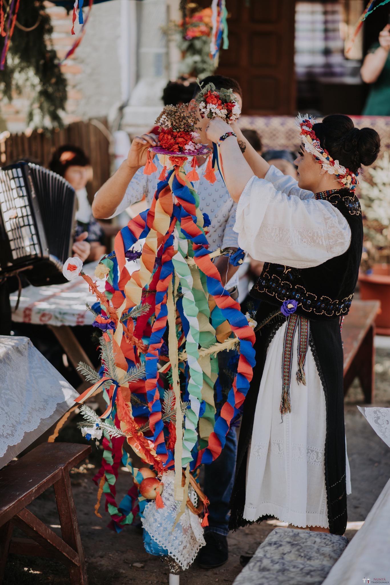Povești Nunți Tradiționale - Silvia și Adrian. Nuntă tradițională în Ghighișeni, Bihor 73