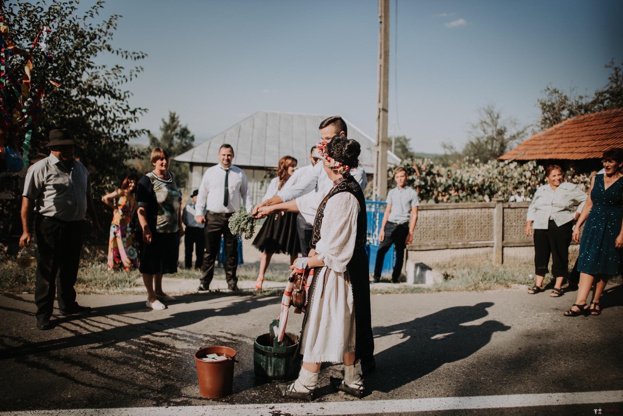 Povești Nunți Tradiționale - Silvia și Adrian. Nuntă tradițională în Ghighișeni, Bihor 78