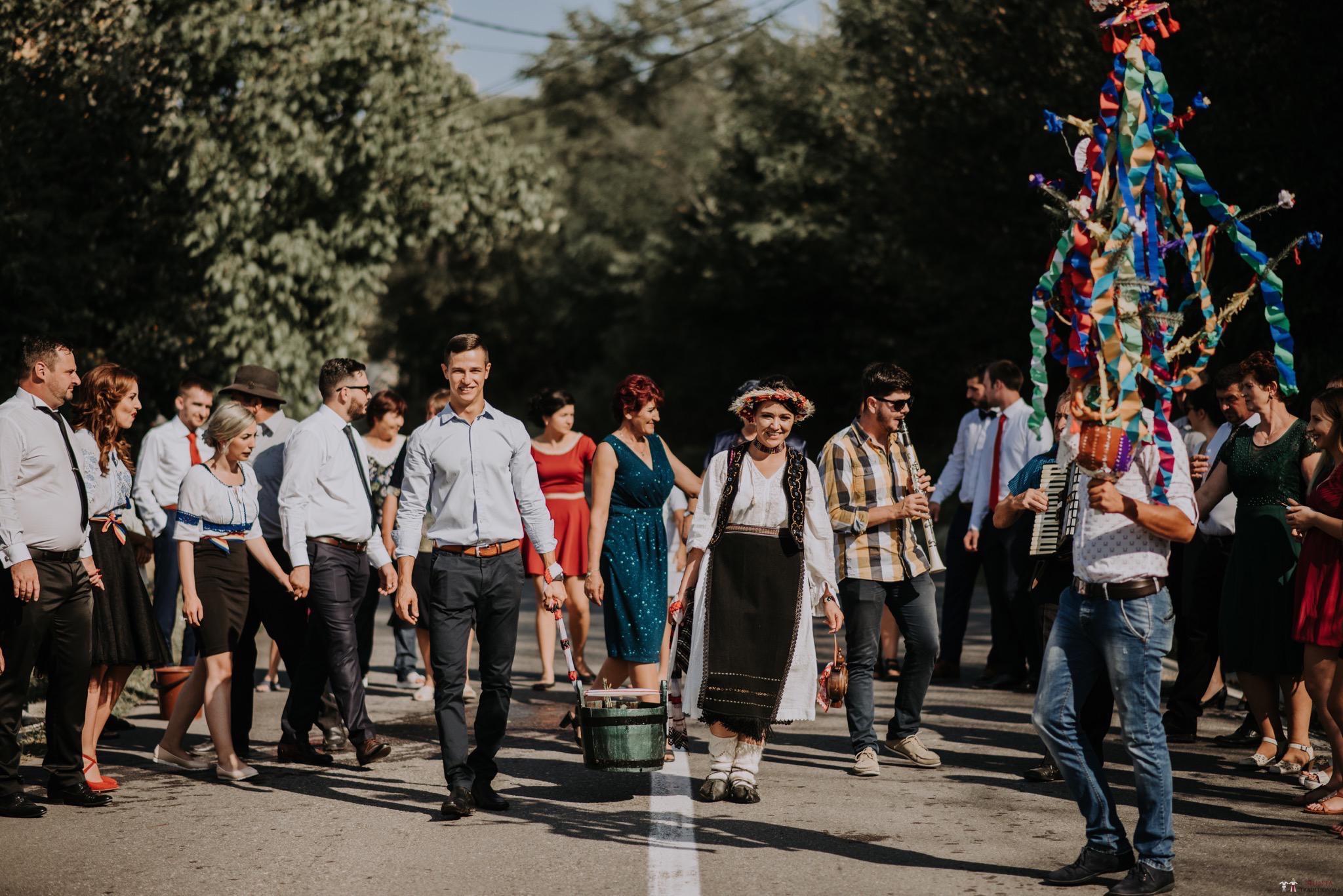 Povești Nunți Tradiționale - Silvia și Adrian. Nuntă tradițională în Ghighișeni, Bihor 79