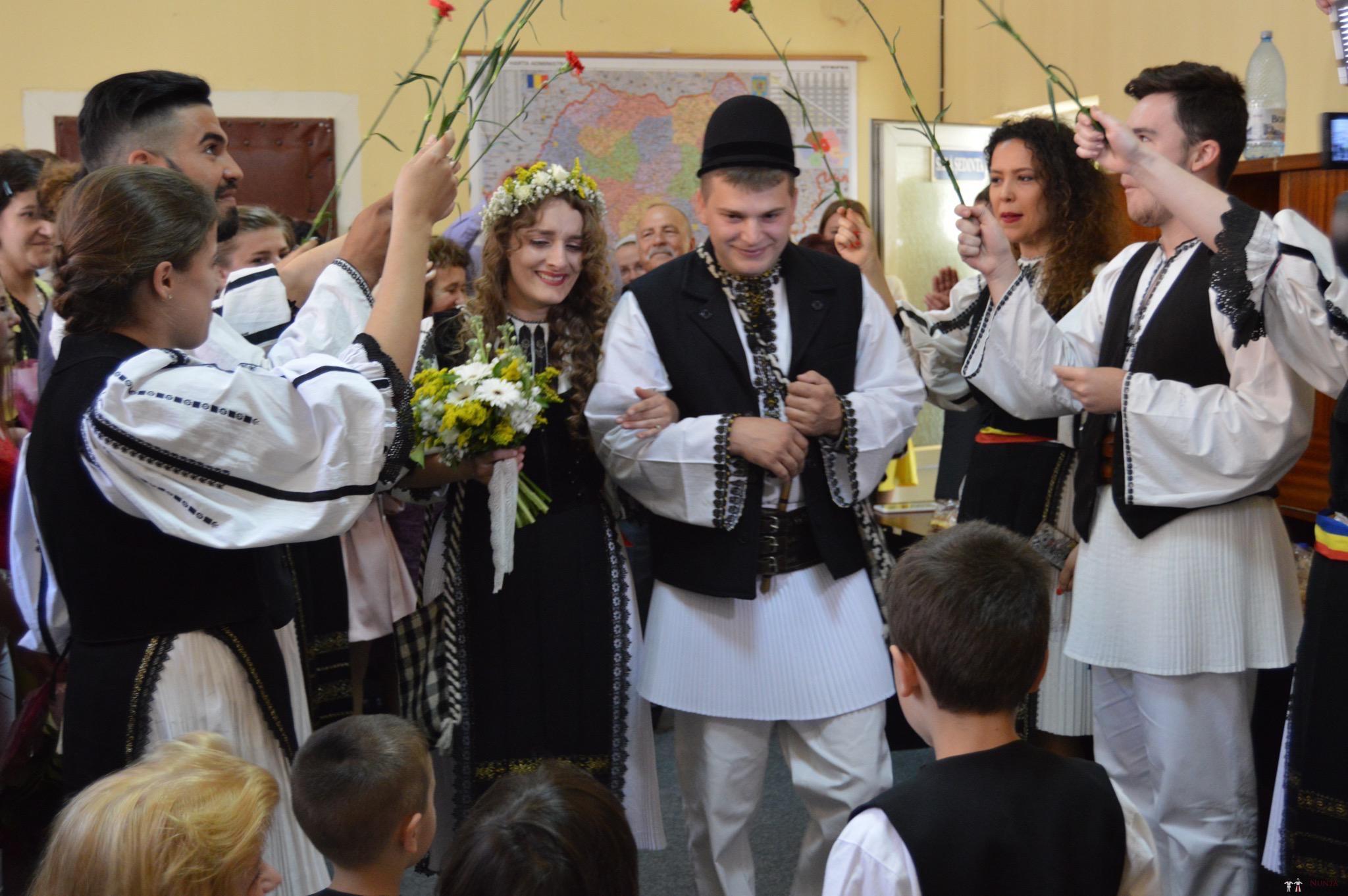 Povești Nunți Tradiționale - Constantin și Simona-Marilena. Nuntă tradițională în Căpâlna, Alba