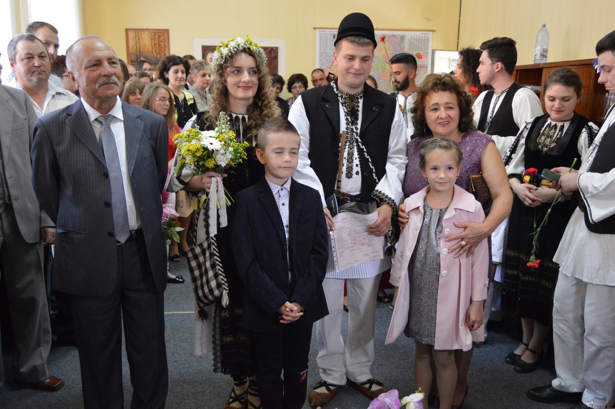 Povești Nunți Tradiționale - Constantin și Simona-Marilena. Nuntă tradițională în Căpâlna, Alba 19