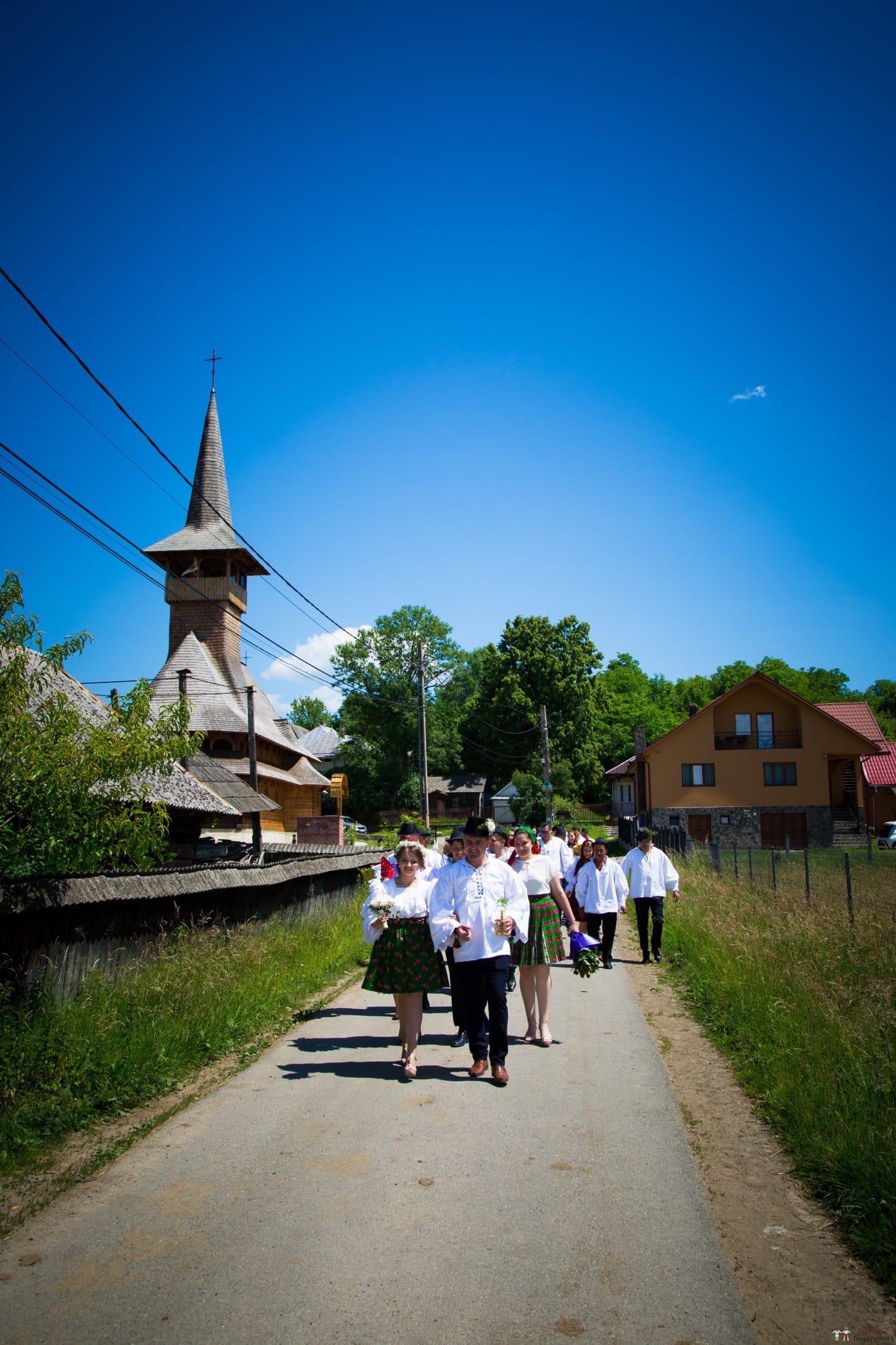 Povești Nunți Tradiționale - Ancuța și Nicu, cununie tradițională în Giulești, Maramureș 16