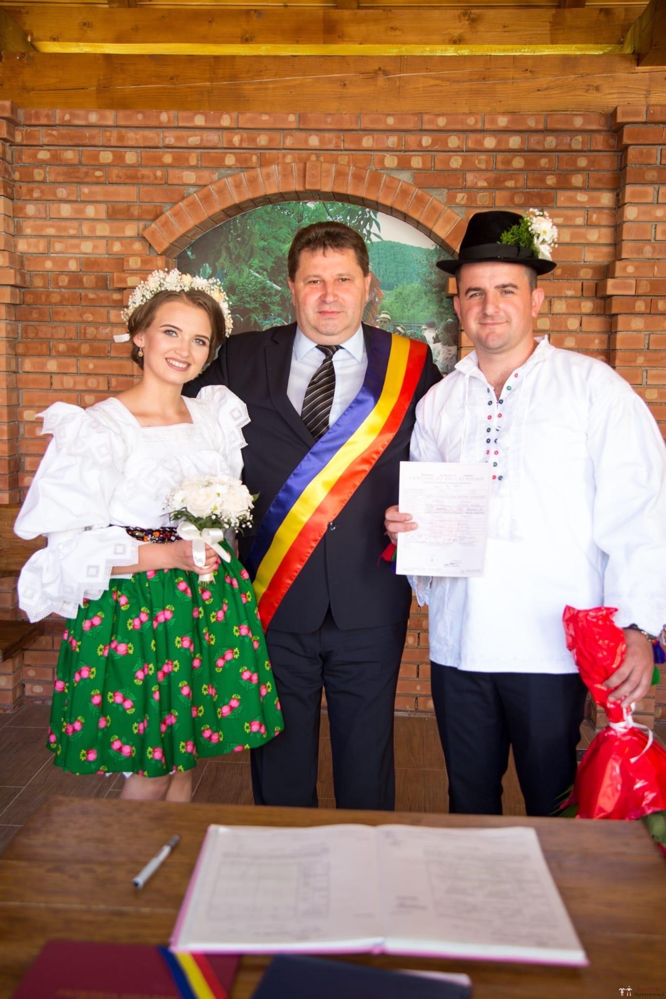 Povești Nunți Tradiționale - Ancuța și Nicu, cununie tradițională în Giulești, Maramureș 24