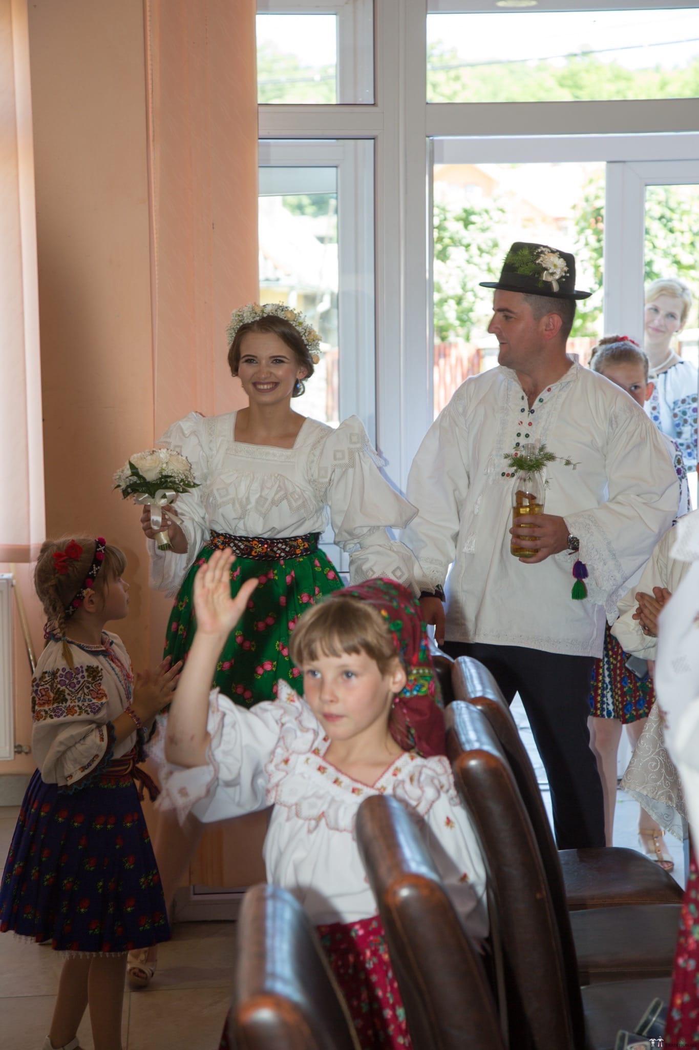 Povești Nunți Tradiționale - Ancuța și Nicu, cununie tradițională în Giulești, Maramureș 37