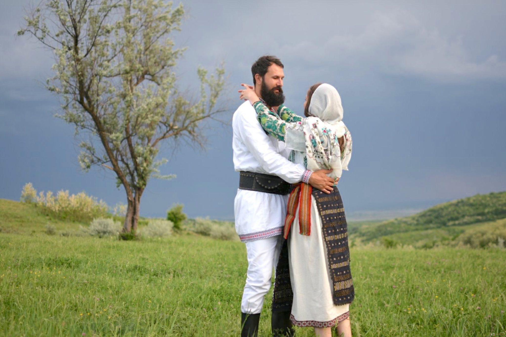 Povești Nunți Tradiționale - George Gabriel și Alexandra Buzatu, nuntă tradițională în Strejnicu, Prahova 9