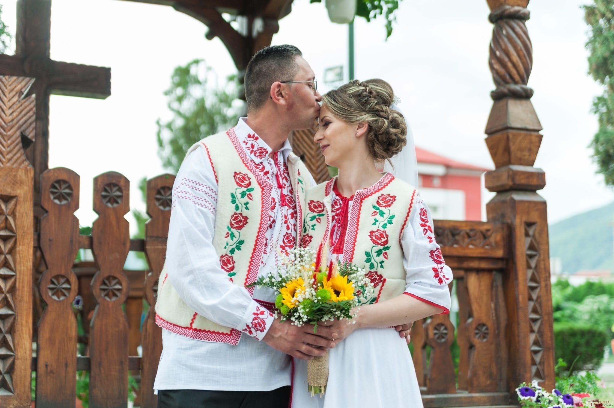Povești Nunți Tradiționale - Anamaria și Ionuț-Mihai, nuntă în Târgu Ocna 20